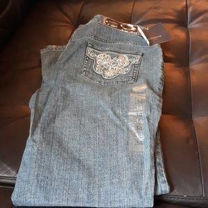 Liz Claiborne bootcut Jeans. Nwt. 14P